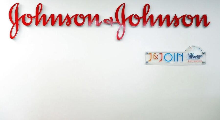 Medicinalselskabet Johnson & Johnson har fået en ordentlig begmand, efter en domstol i USA har vurderet, at et af selskabets produkter kan fremkalde kræft. / AFP PHOTO / CHARLY TRIBALLEAU