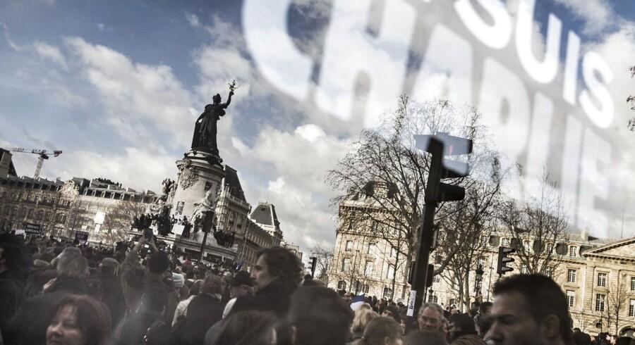 Op mod én million mennesker mødtes søndag på Place de la Repupliqué for at vise deres sympati med ofrene for gidseltagningerne og Charlie Hebdo-massakren.