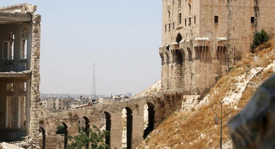 Arkivfoto med udsigt over den syriske by Aleppo, hvor tre spanske journalister formodes taget som gidsler.