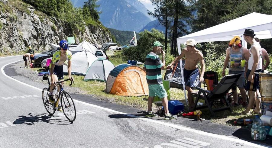 En cyklist afprøver 17. etape.