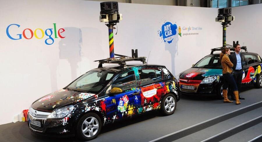 Googles fotovogne skal gennemfotografere områder for at kunne levere billeder i 3D via Google Maps. Men de har samtidig samlet mange personlige oplysninger ind fra åbne, trådløse net. Foto: Daniel Mihailescu, AFP/Scanpix