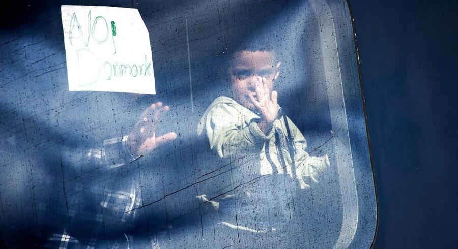 Dehydrerede børn bliver nu tvunget ud af toget i Rødby.