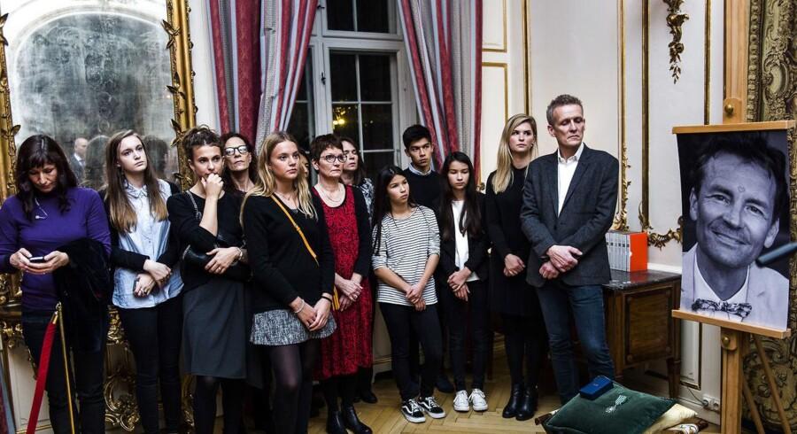 Arkivfoto. Frankrig hædrede Finn Nørgaard og Dan Uzan posthumt mandag den 2. november 2015 på Den Franske Ambassade. Ole Mølgaard (th) fra foreningen Finn Nørgaard med familien.