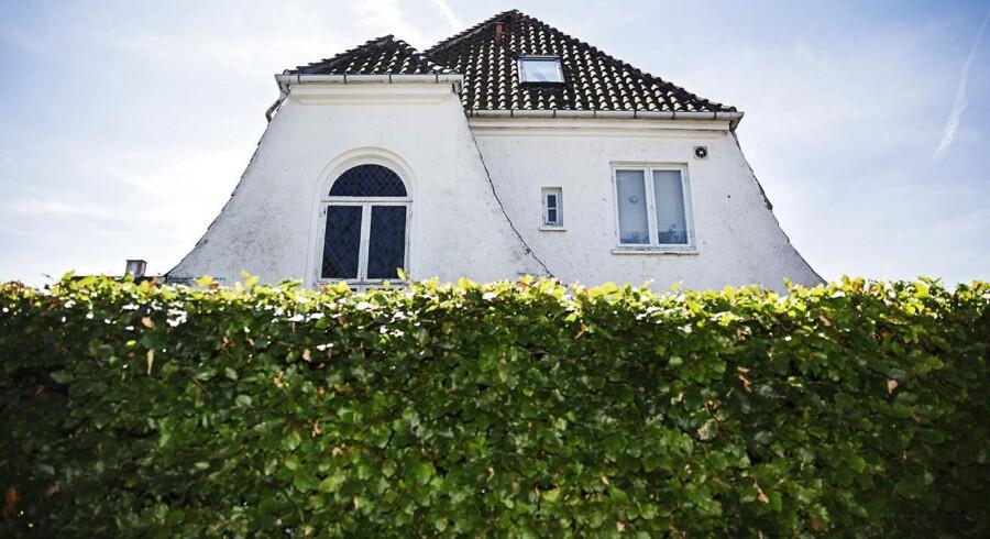 Det bliver stadig dyrere for danskerne at betale gebyrer på deres boliglån. De såkaldte bidrag til realkreditselskaberne skyder i vejret. Arkivfoto.
