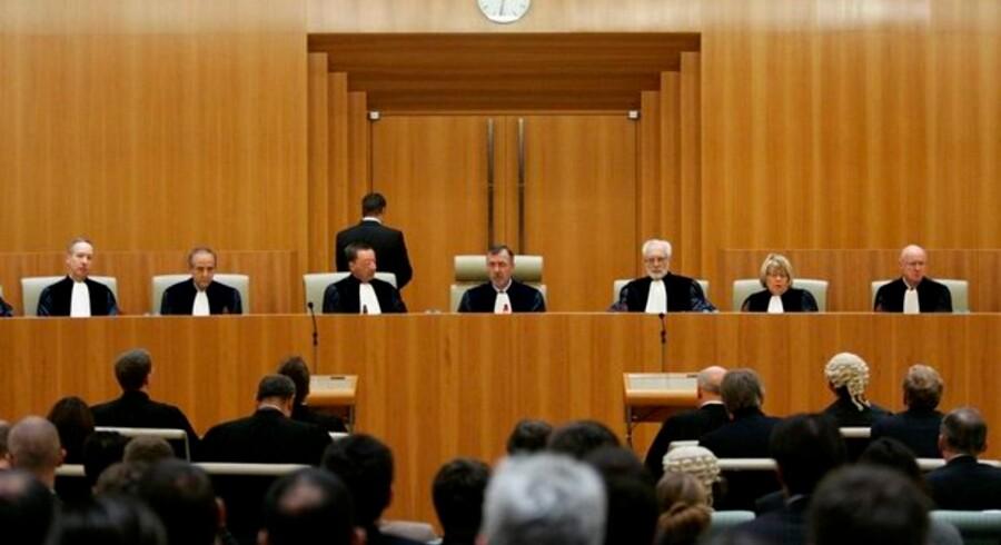 Den danske retspræsident Bo Vesterdorf (i midten) afsiger den historiske dom ved EF-Domstolen 17. september 2007 - et svidende nederlag til Microsoft. Foto: François Lenoir, Reuters/Scanpix