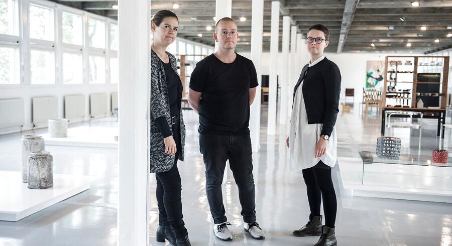 Anders Petersen omgivet af Malene la Cour Rasmussen (tv.) og Kari Svarre.