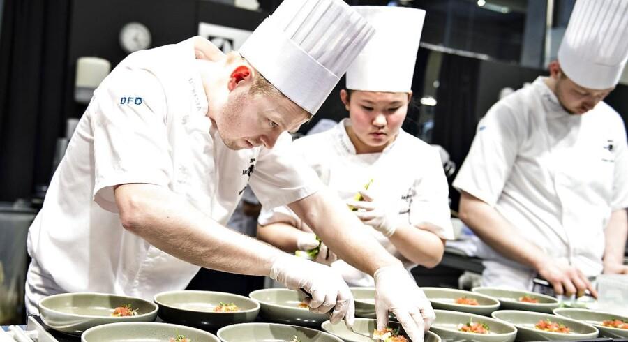 Kokken Jesper Dams Hansen fra Restaurant Babette ses her igang med madlavningen ved konkurrencen Årets Kok ved fødevaremessen Foodexpo i MCH Messecenter Herning, søndag den 18. marts 2018. Messen åbnede søndag og varer i 3 dage.. (Foto: Henning Bagger/Scanpix 2018)