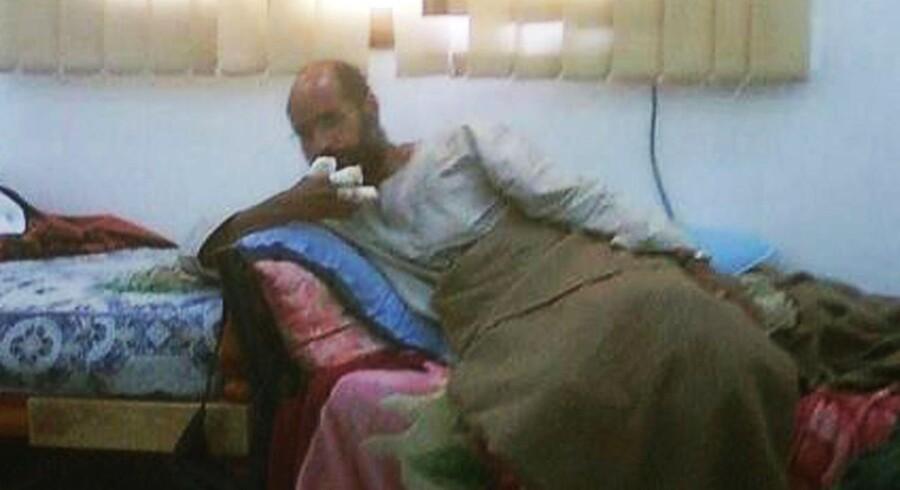TV-stationen Free Libya TV har allerede vist billeder af den tilfangetagne Saif al-Islam, der sidder med bandager på fingrene et ukendt sted i Libyen.