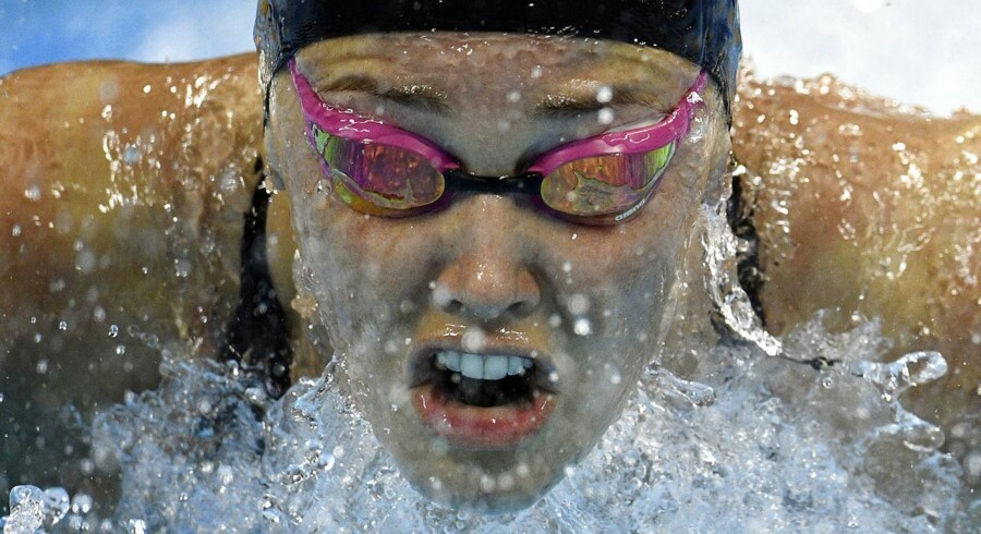 ARKIV. Jeanette Ottesen brugte astmamiddel under OL ifølge russiske hackere. (Denmark's Jeanette Ottesen takes part in the Women's 100m Butterfly heat during the swimming event at the Rio 2016 Olympic Games at the Olympic Aquatics Stadium in Rio de Janeiro on August 6, 2016. / AFP PHOTO / Martin BUREAU