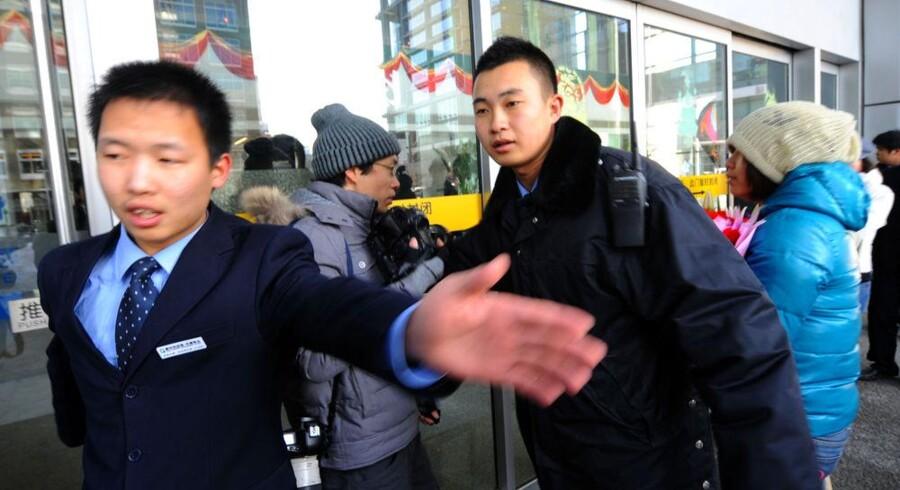 Raseri pa natet i kina efter censur