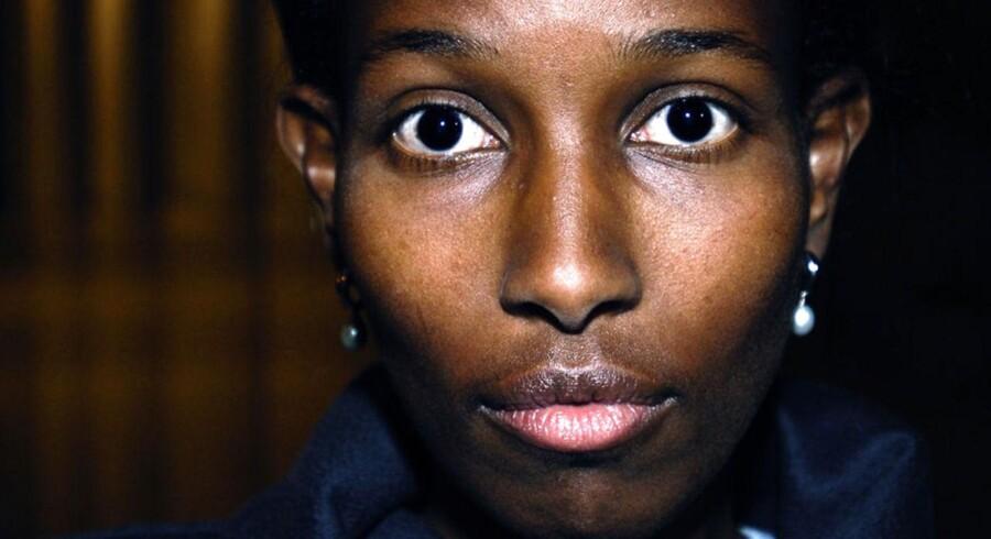 Brandeis University i Massachusetts har efter massiv kritik besluttet sig for at trække en annonceret tildeling af en ærestitel til islam-kritikeren Ayaan Hirsi Ali tilbage.