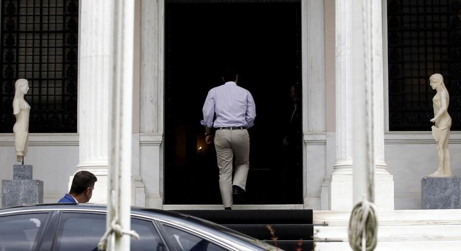 Premierminister Alexis Tsipras ankommer til sit kontor i Athen.