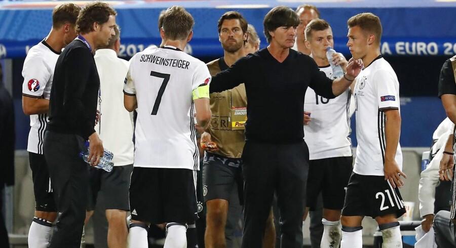»Tyskland har det bedste hold. Det er der ikke nogen tvivl om, selv om tyskerne til tider havde det svært mod Italien, som gav dem lov til at kæmpe til det sidste.« siger Didier Deschamps ifølge uefa.com.