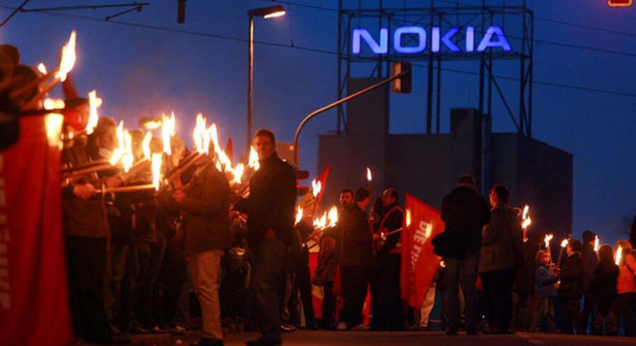 Der var fakkelprotesttog, da Nokia sidste år lukkede sin fabrik i Bochum i Tyskland. Nu kommer turen til hjemlandet, Finland. Foto: Volker Hartmann, AFP/Scanpix