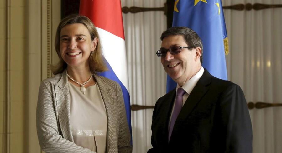 Den cubanske udenrigsminister, Bruno Rodriguez, og EU's udenrigspolitiske chef, Federica Mogherini, underskrev aftalen under en ceremoni i Cubas hovedstad, Havana.