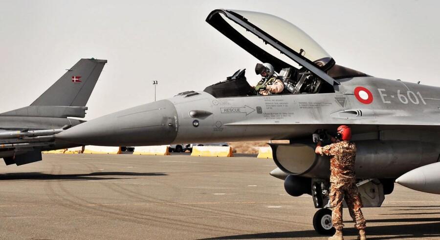 ARKIVFOTO: Billeder fra Flyvevåbnet: Danske F16 fly på basen i Kuwait, hvorfra de skal operere i aktionen mod Islamisk Stat (IS).