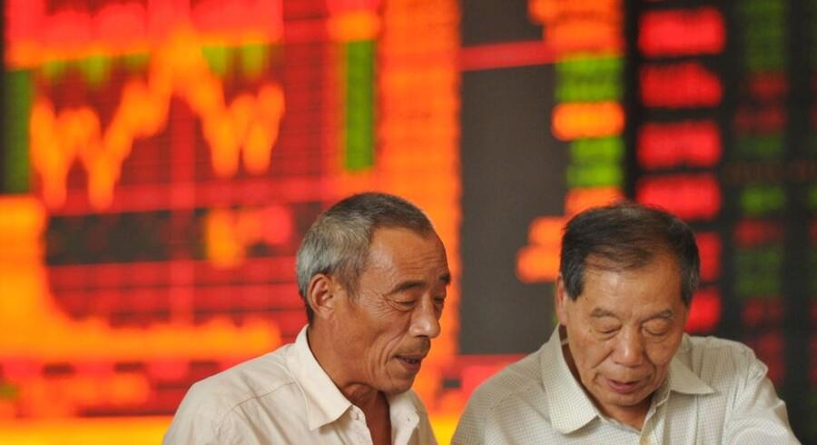 Det kinesiske aktiemarked har haft en virkelig skidt formkurve de seneste to måneder. Og udviklingen i Kina har været med til at skabe ekstra usikkerhed på investeringsmarkederne.