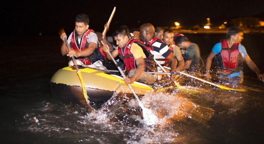 Omkring havnebyen Bodrum i Tyrkiet. Over alt på kysten forsøger desperate flygtninge og migranter fra hele verden at krydse det smalle stræde over til græske Kos.