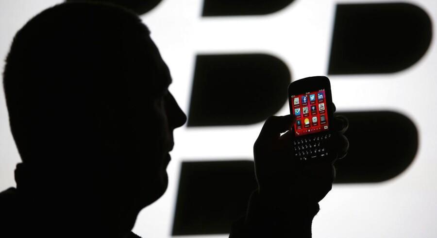 På bundlinjen havde Blackberry et minus på 18 mio. dollar, hvis man justerer for en række nedskrivninger og andre enkeltposter.