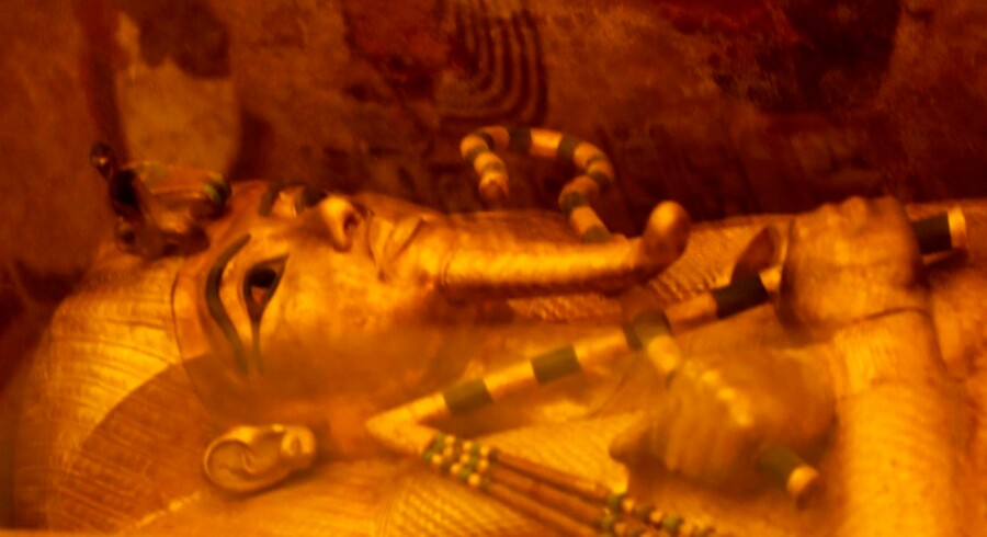 A picture taken on April 1, 2016, shows the golden sarcophagus of King Tutankhamun displayed in his burial chamber in the Valley of the Kings, close to Luxor, 500 kms south of the Egyptian capital Cairo. Egypt's antiquities minister said more tests were needed to determine whether there is a secret chamber in the tomb of Tutankhamun that some believe may hide Queen Nefertiti's remains. / AFP PHOTO / MOHAMED EL-SHAHED