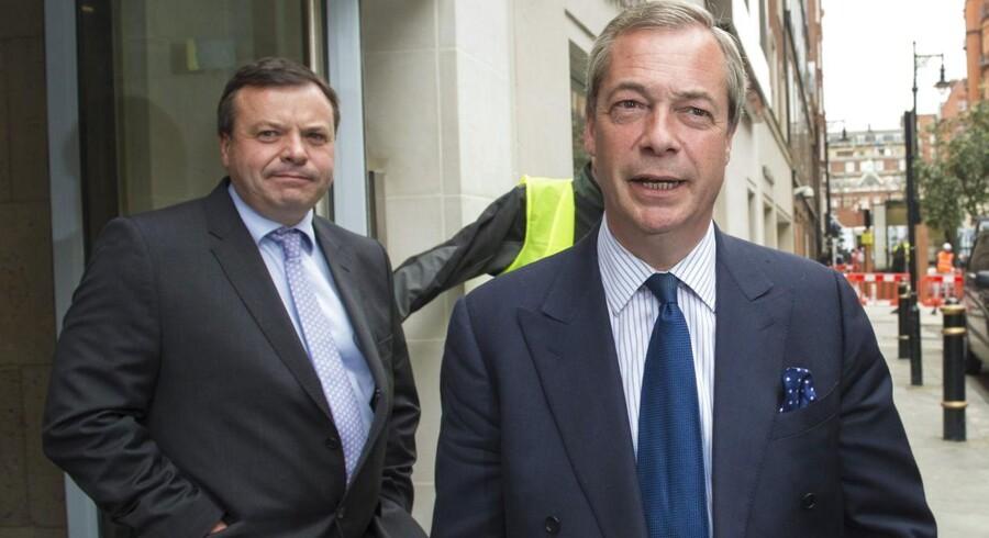 Farage har heller aldrig tidligere haft brug for at bevise sin opbakning, fordi ingen kunne drømme om at udfordre ham som leder af UKIP. Nu er det derimod nærmest politisk »borgerkrig« i partiet, hvor nogle mener, at det var forhastet, da Farage dagen efter det britiske parlamentsvalg erklærede, at han ville trække sig som partileder.