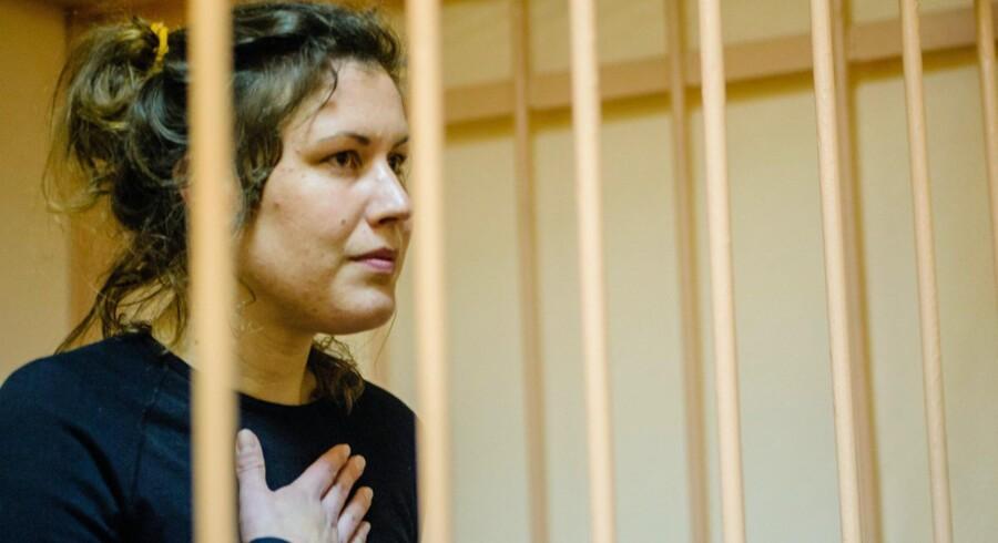 Den danske Greenpeace-aktivist Ane Mie Roer Nielsen, der har siddet i fængsel i to måneder, får sammen med de øvrige aktivister fra skibet Arctic Sunrise nu lov til at forlade Rusland.