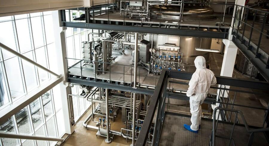 Ingredienskoncernen Chr. Hansen falder med 5,6 pct. til 420,70 kr. tirsdag morgen, efter at koncernen har afleveret et regnskab for tredje kvartal 2015/16.
