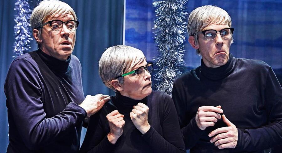 """Tre gange Halfdan: Henrik Lykkegaard, Stine Stengade og Albert Stein Ankerstjerne i """"Noget om helte"""". Foto: Büro Jantzen."""