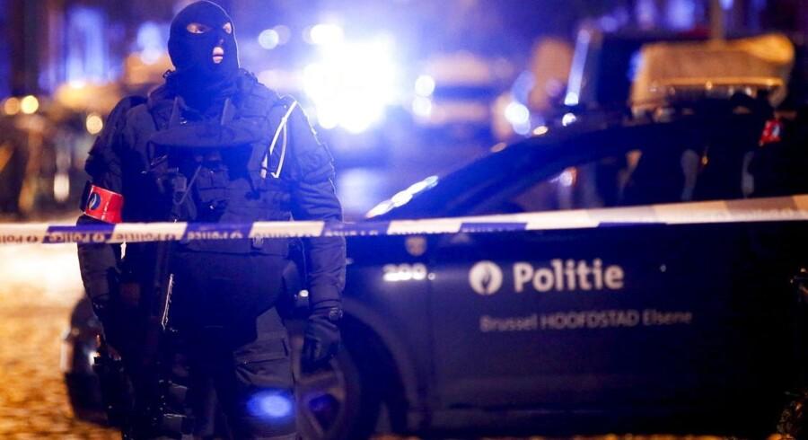 Belgiske sikkerhedsstyrker under en anti-terror-operation i Molenbeek.