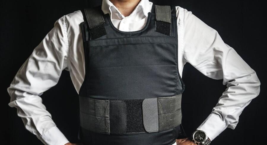 En af fordelene ved Elite Armors skud- og stiksikre veste er ifølge producenten, at de er så diskrete, at de kan bæres under en almindelig skjorte, uden at det ses.