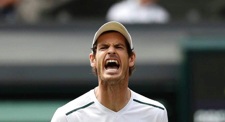 Andy Murray var hæmmet af en skade og tabte i fem sæt til amerikaneren Sam Querrey.