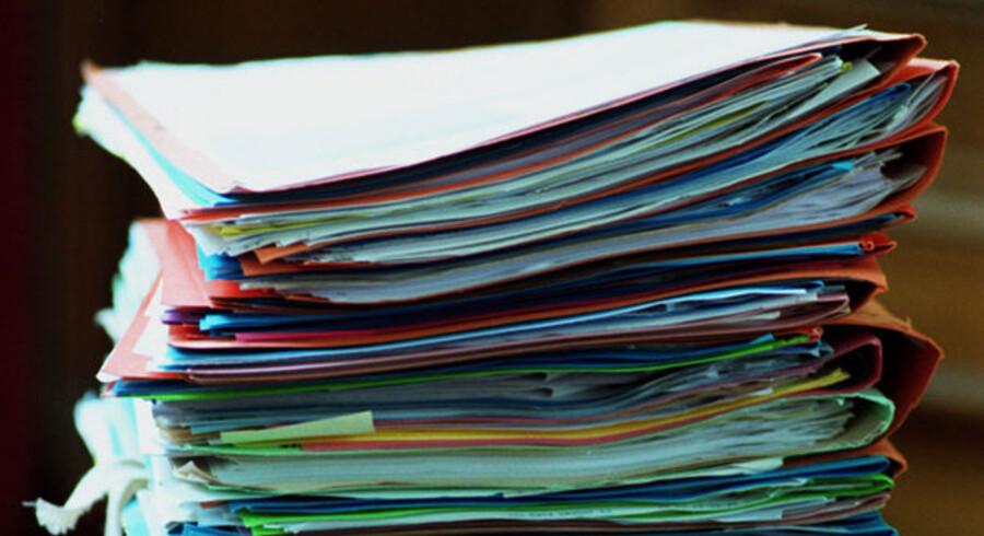 Det skal være slut med papirer i det offentlige - men hvordan skal dokumenterne så gemmes? Det skal politikerne afgøre senest om to måneder. Foto: Colourbox