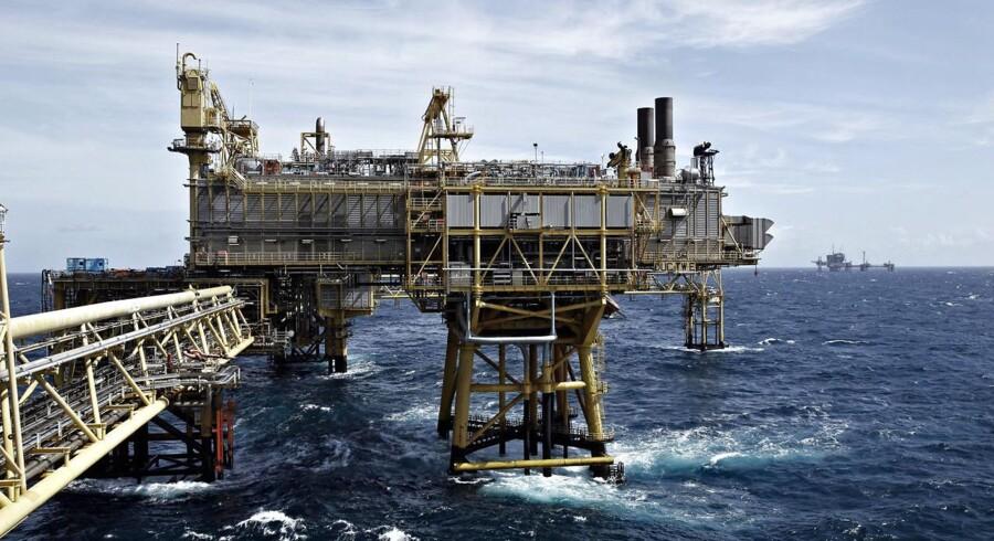 Norges oliefond, der retteligt hedder Statens Pensjonsfond, vil droppe sine investeringer i 52 selskaber, fordi de er for afhængige af kul. Det skriver Financial Times.
