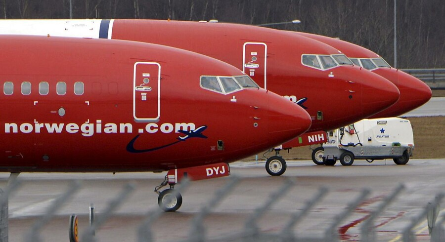 FILE PHOTO: Parked Boeing 737-800 aircrafts belonging to budget carrier Norwegian Air are pictured at Stockholm Arlanda Airport, Sweden, in this March 6, 2015 file photo. REUTERS/Johan Nilsson/TT News Agency/File Photo ATTENTION EDITORS - THIS IMAGE WAS PROVIDED BY A THIRD PARTY. FOR EDITORIAL USE ONLY. NOT FOR SALE FOR MARKETING OR ADVERTISING CAMPAIGNS. THIS PICTURE IS DISTRIBUTED EXACTLY AS RECEIVED BY REUTERS, AS A SERVICE TO CLIENTS. SWEDEN OUT.NO COMMERCIAL OR EDITORIAL SALES IN SWEDEN.NO COMMERCIAL SALES.