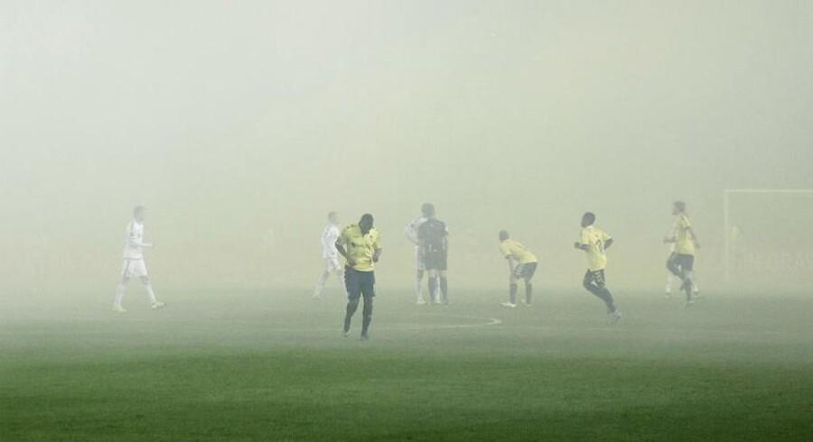 Der mangler både penge og sportslige resultater i Brøndby IF, som desperat investerer og skifter ledelsen ud i forsøget på at finde vej ud af tågen.