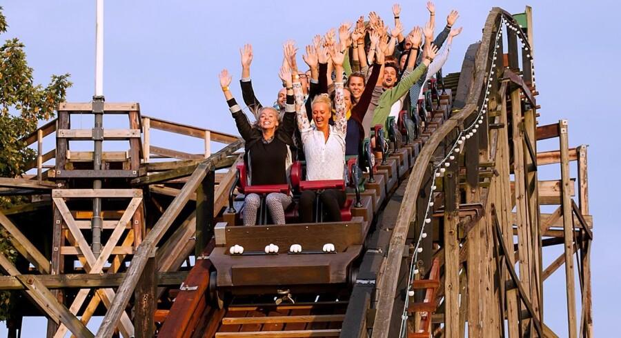 Et rekordår for Bakken har givet anledning til, at både gæster og chefer har smidt hænderne i vejret. Foto: Bakken