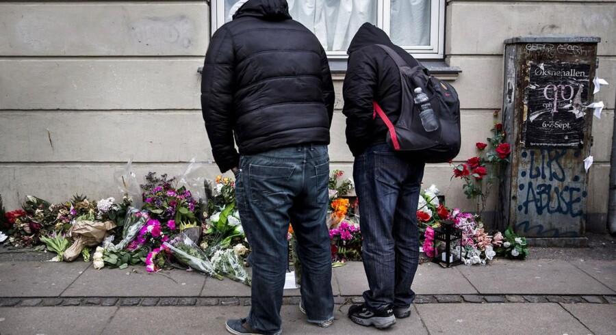 Der bliver mandag d. 16 februar 2015 lagt blomster på det sted på Svanevej i København, hvor Omar Abdel Hamid El-Hussein, den formodede terrorist, blev dræbt af politiet.