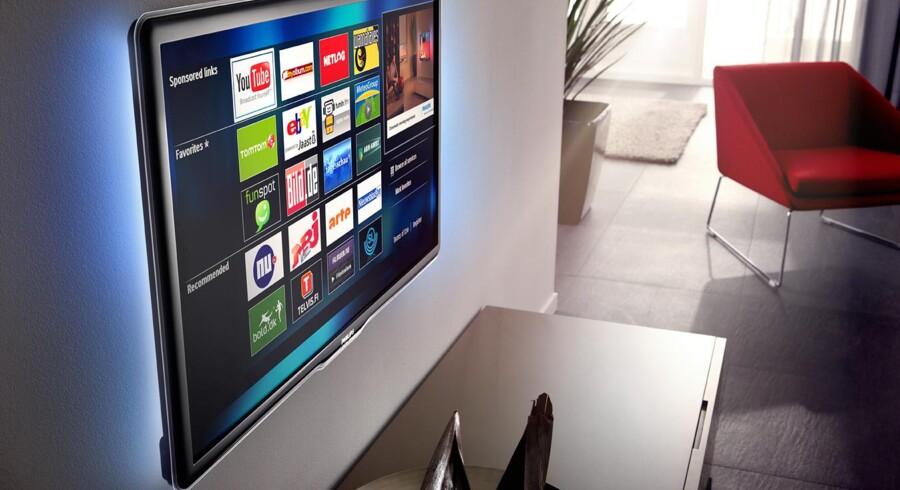 Med internetforbindelse fra fladskærmen er det pludselig TV-producenten, der har kontrollen over, hvilke tjenester kunden får adgang til. Foto: Philips
