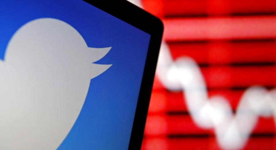 Aktierne i Twitter oplevede en kortvarig krafitg kursstigning, efter at en falsk nyhedshistorie florerede på internettet. Det blev fejlagtigt berettet, at virksomheden havde modtaget et købstilbud på 31 mia. dollar.