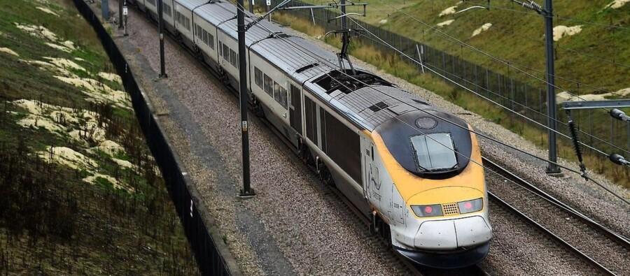 Et Eurostar-tog på vej fra England til Frankrig.