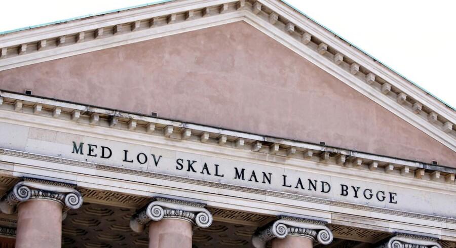 Inskriptionen på Byretten på Nytorv i København gælder også for arveområdet: Der er brug for regler, der opstiller vores handlemuligheder.