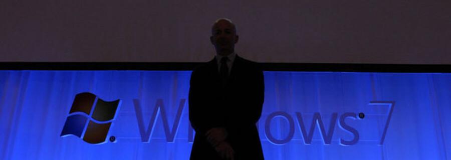 Samtidig med, at softwaregiganten Microsoft lancerer sin seneste store satsning, Windows 7, når formatkrigen nye højder.