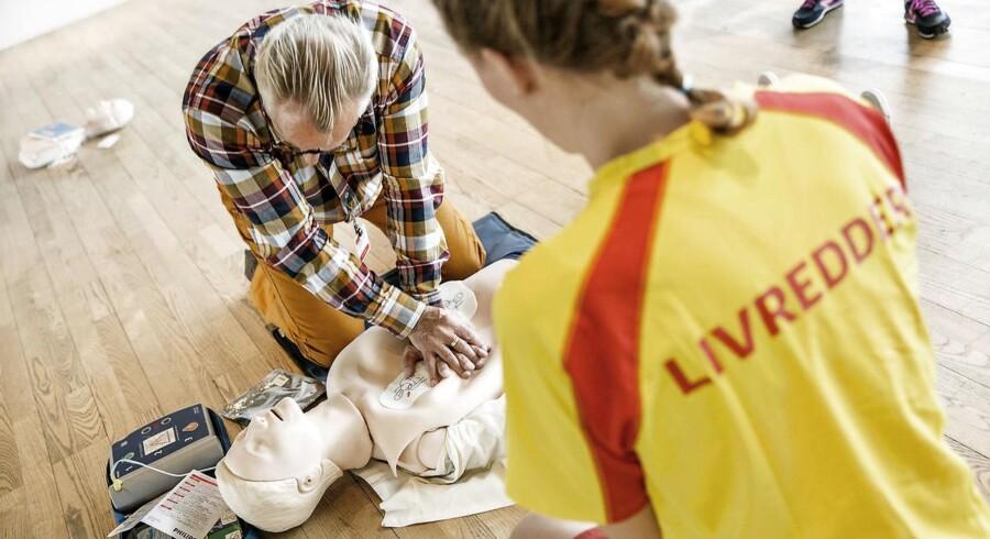 Ifølge Danske Hjertestopregisters undersøgelse er der sket en tredobling i antallet af personer, der modtager livreddende førstehjælp inden ambulancens ankomst. (Arkivbillede)