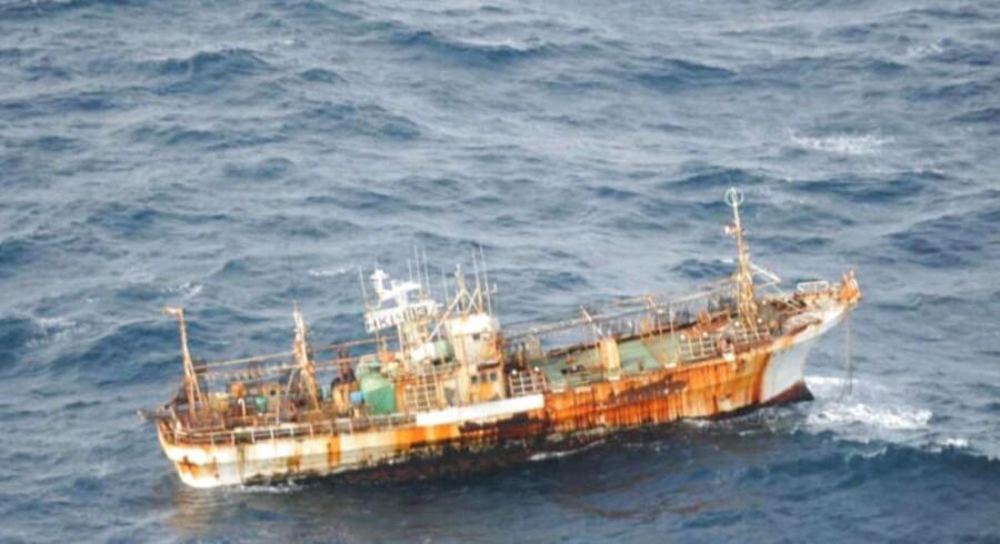 Et japansk fiskefartøj flyder som et spøgelsesskib ud for Canadas kyst.