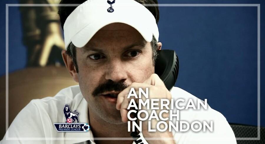 Ted Lasso er en fiktiv fodboldtræner fra USA, der nu skal stå i spidsen for en engelsk Premier League-klub, og for ham er der kun én slags fodbold - den amerikanske. Foto: NBC