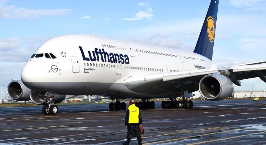 Verdens største passagerfly i Københavns Lufthavn. Motoren, der er tre meter i diameter, giver kraft som 35.000 biler. Flyet vejer 569 ton.