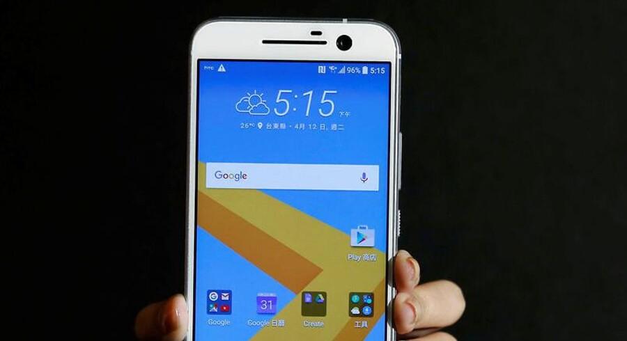 Googles søgemaskine har en fremtrædende plads på startskærmen på alle Android-telefoner, fordi Google kræver det af mobilproducenterne. Nu slutter den praksis i Rusland. Arkivfoto: Tyrone Siu, Reuters/Scanpix