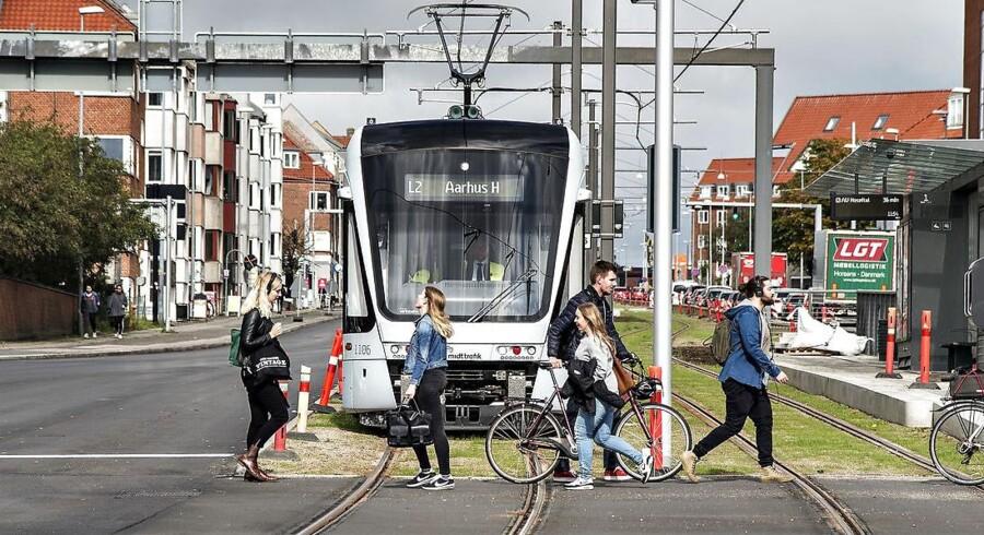 Letbanen i Aarhus venter fortsat på at blive indviet. I hovedstadsområdet håber kommunerne langs Ring 3 på, at byggeriet af en letbane går i gang i det kommende år.