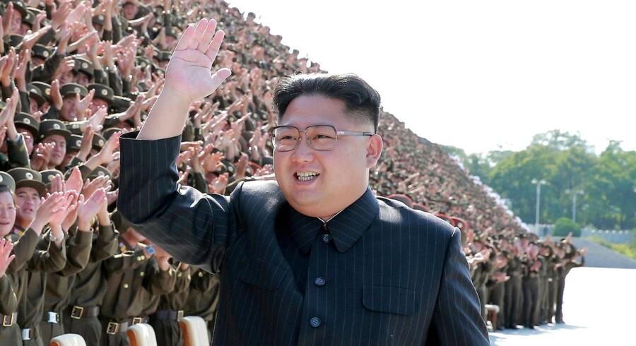 Ifølge efterretningskilde har den nordkoreanske regime i ly af natten transporteret et ballistisk missil mod landets vestkyst.