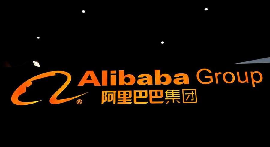 Nye forretninger og bedre målrettede online reklamer luner på den kinesiske online-handelsplatform Alibabas resultater, der ender et godt stykke over analytikernes forventning. Samtidig venter internetgiganten en omsætningsvækst i indeværende regnskabsår på over 60 pct.